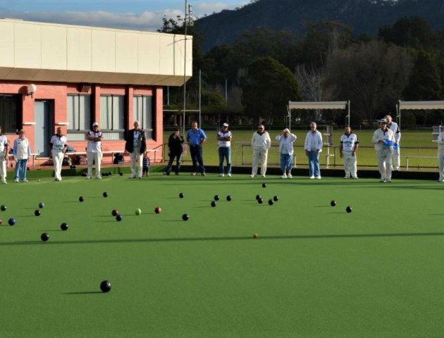 Things to do lawn bowls Gloucester Bowling Club